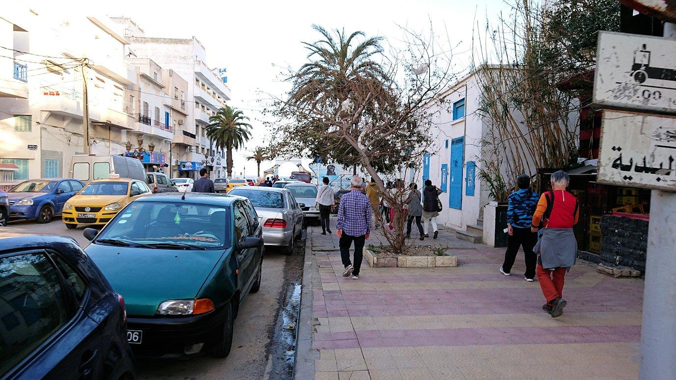 チュニジア:シディ・ブ・サイドから夕食レストランに向かう4