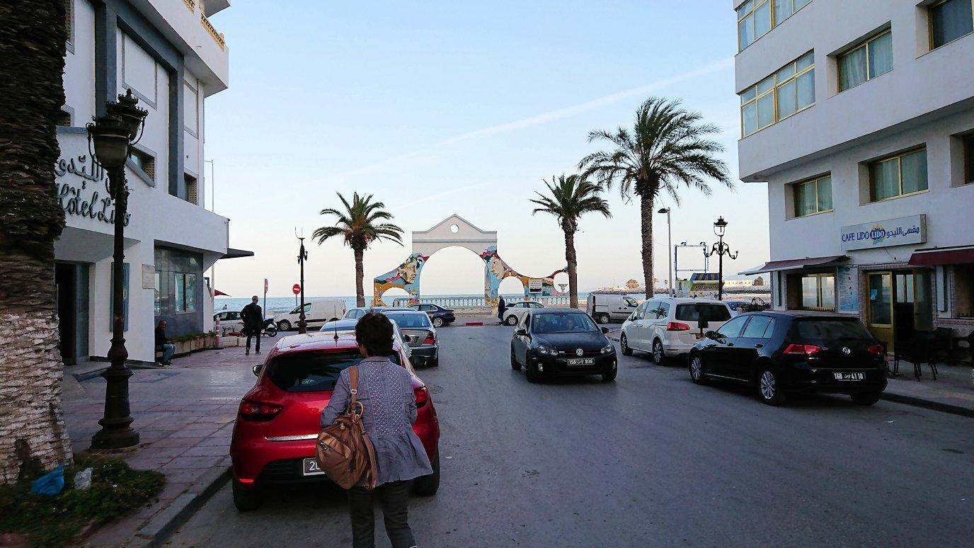 チュニジア:シディ・ブ・サイドから夕食レストランに向かう5
