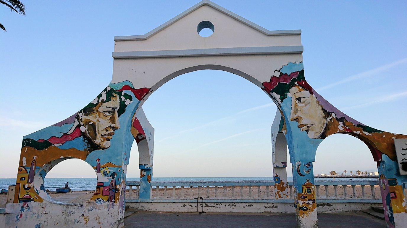 チュニジア:シディ・ブ・サイドから夕食レストランに向かう7