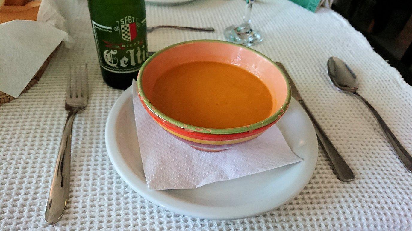 チュニジア:ラ・グレットにあるレストランでビールで乾杯5