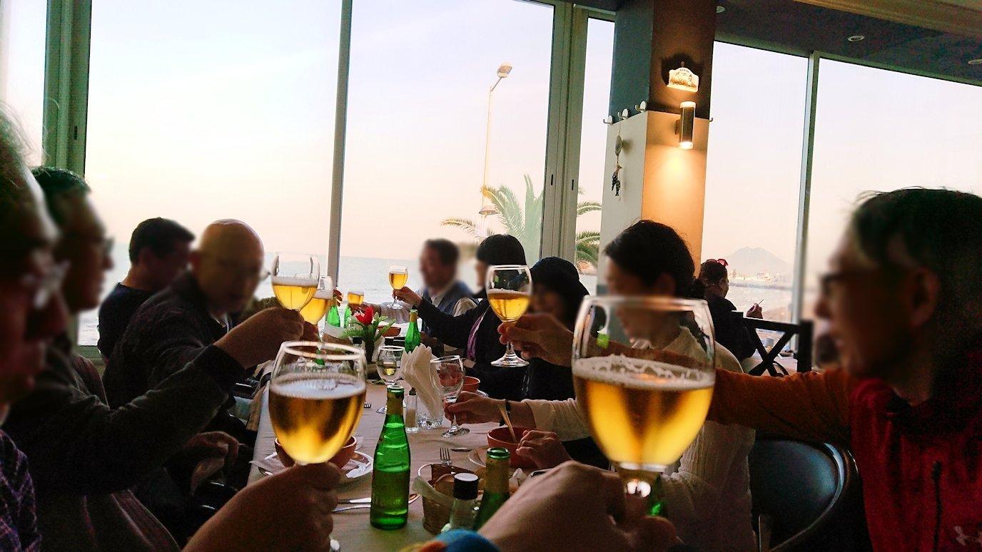 チュニジア:ラ・グレットにあるレストランでビールで乾杯7