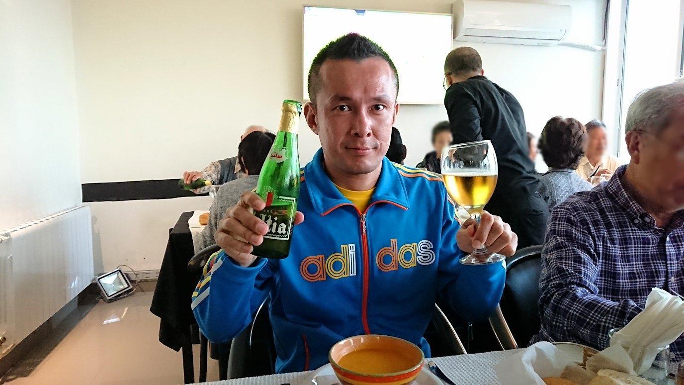 チュニジア:ラ・グレットにあるレストランでビールで乾杯9