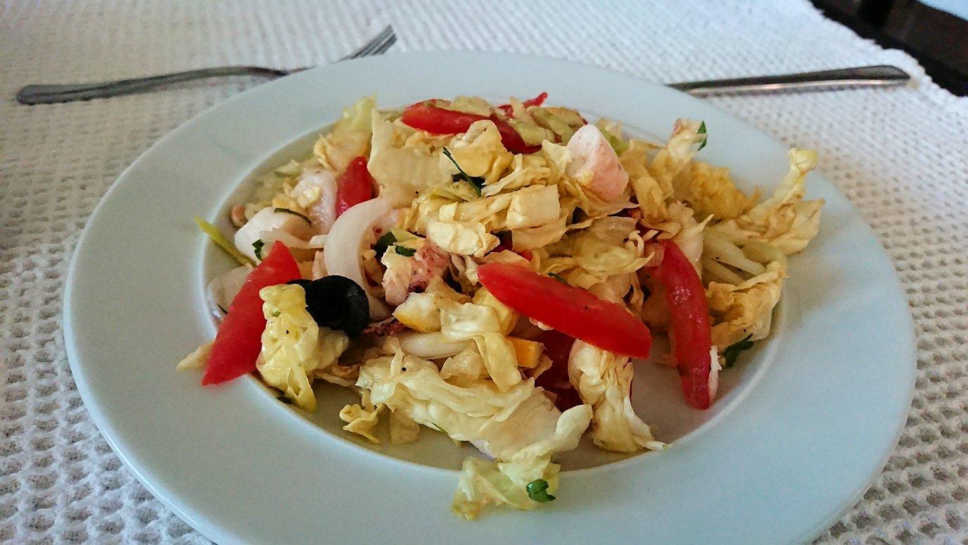 チュニジア:ラ・グレットにあるレストランで最後の晩餐を頂く