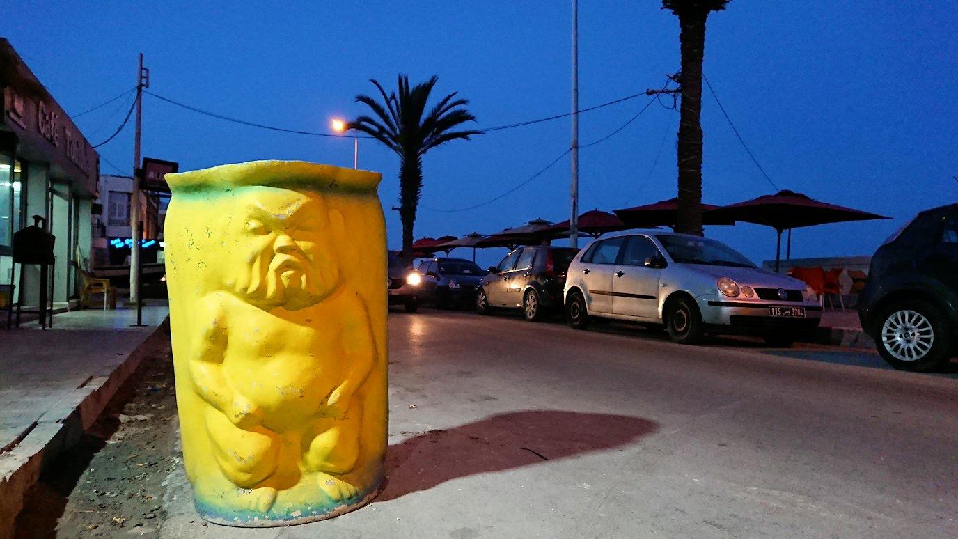 チュニジア:ラ・グレットにあるレストラン付近の景色