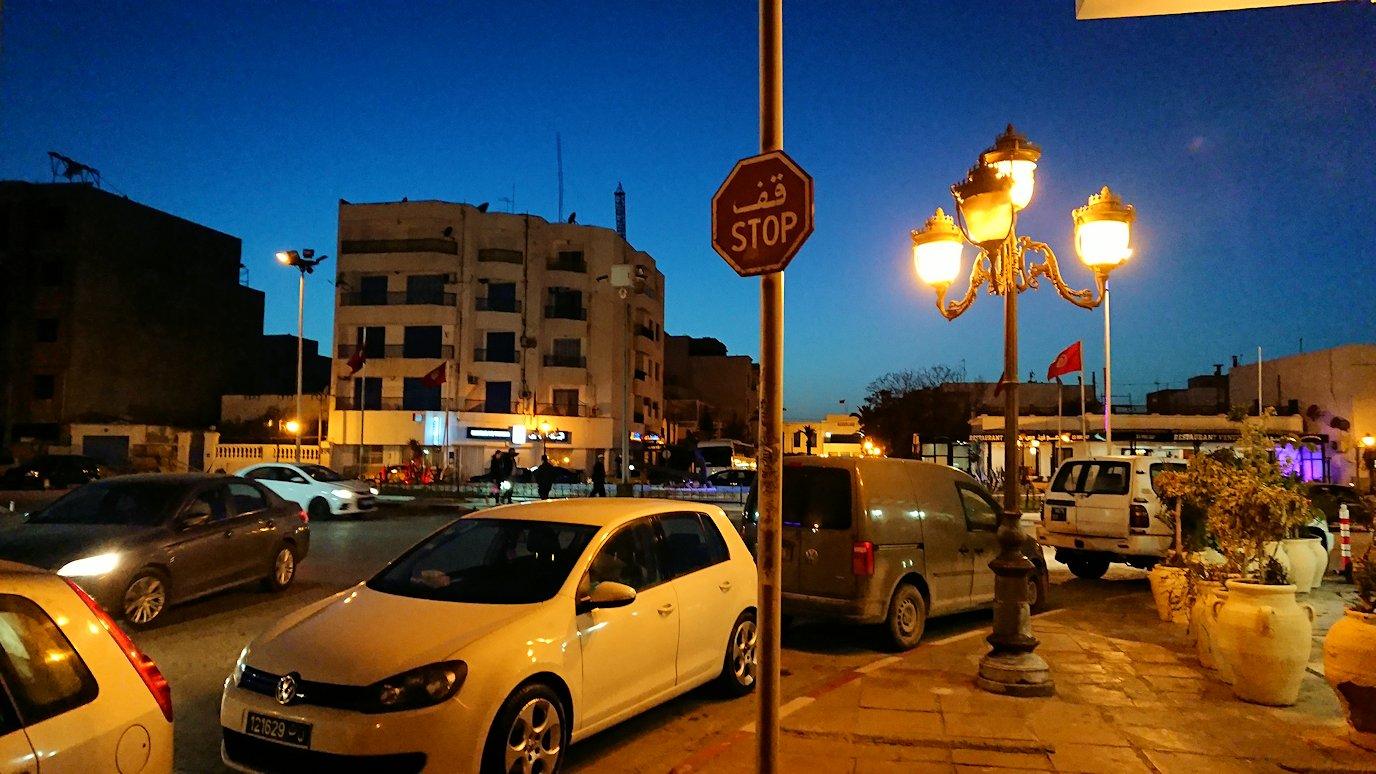チュニジア:ラ・グレットにあるレストランからバスに戻る3