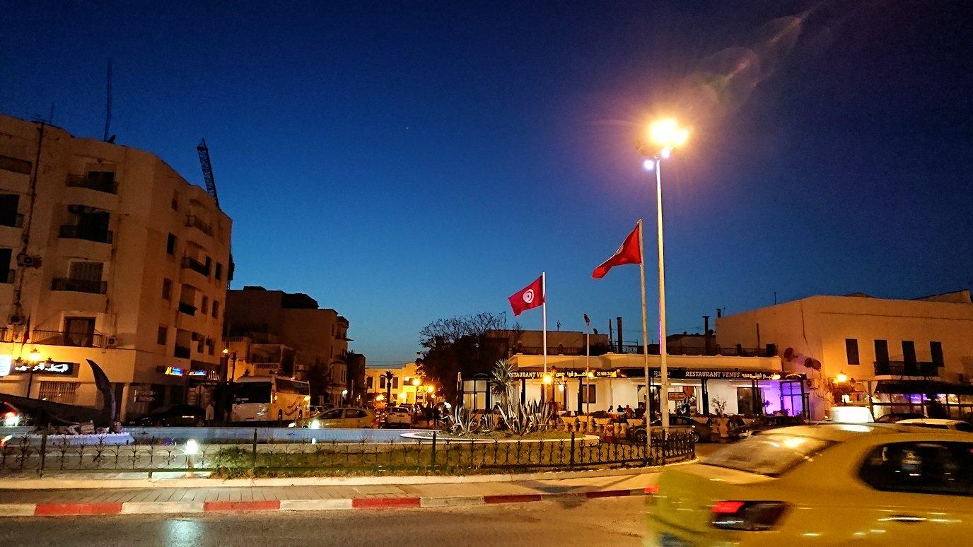 チュニジア:ラ・グレットにあるレストランからバスに戻る4