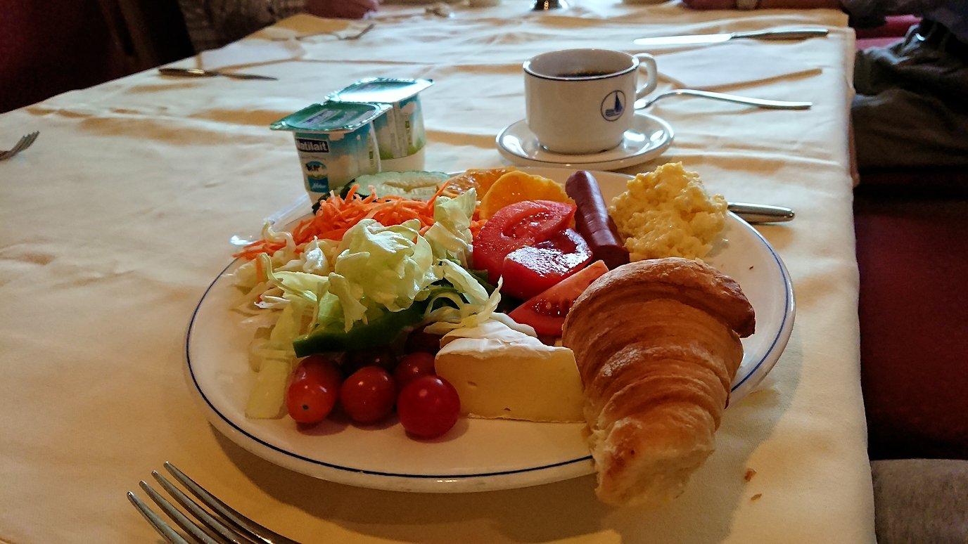 チュニジア:チュニスでの最後の朝食を6
