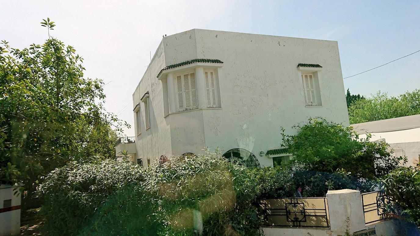 チュニジア:カルタゴ遺跡のアントニヌスの共同浴場へ向かう