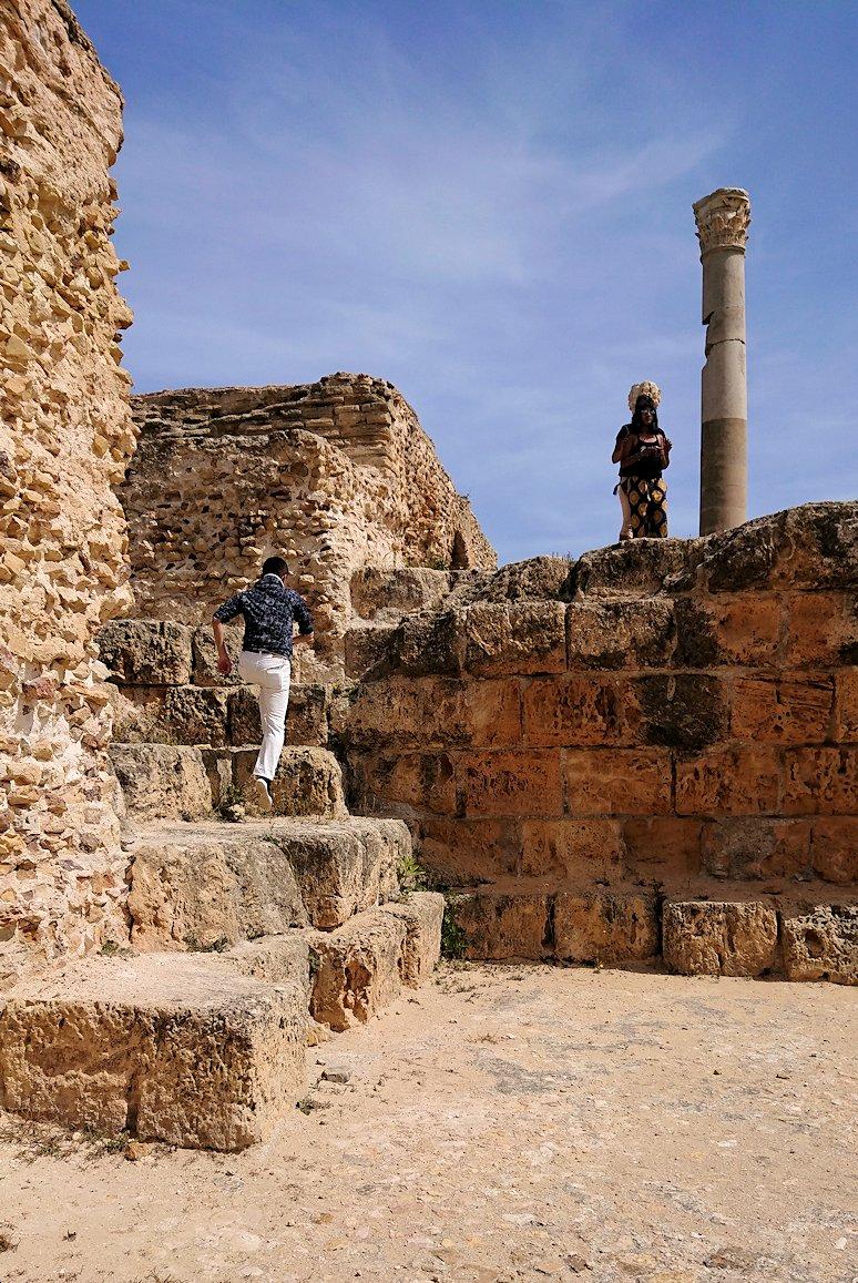 チュニジア:カルタゴ遺跡のアントニヌスの共同浴場内で記念撮影タイム3