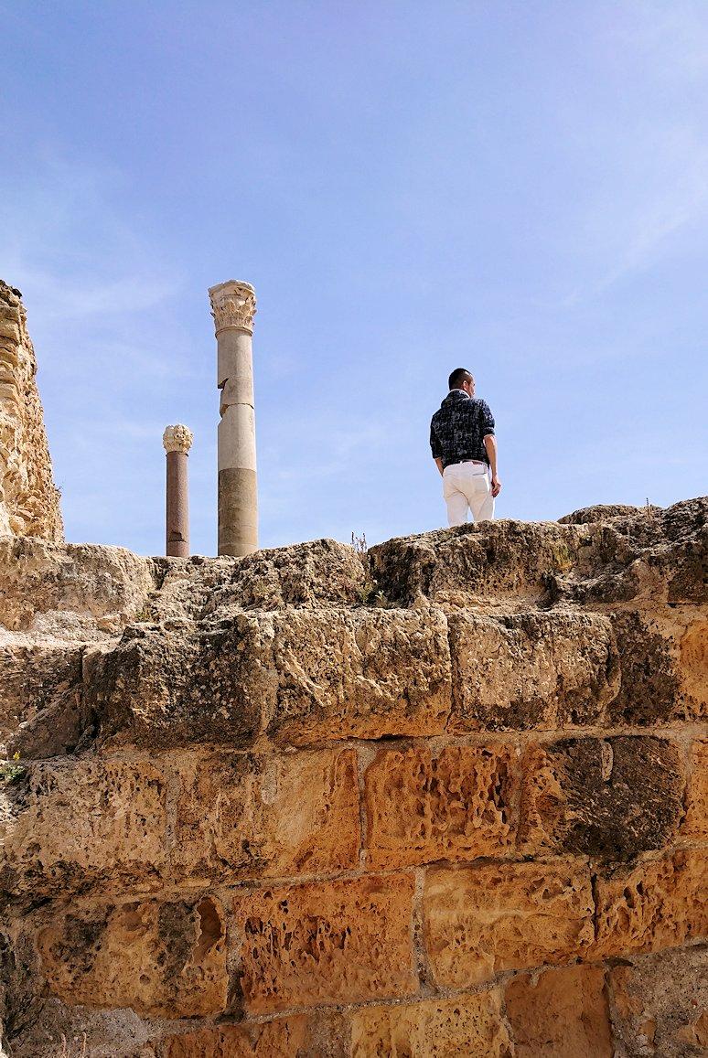 チュニジア:カルタゴ遺跡のアントニヌスの共同浴場内で記念撮影タイム4