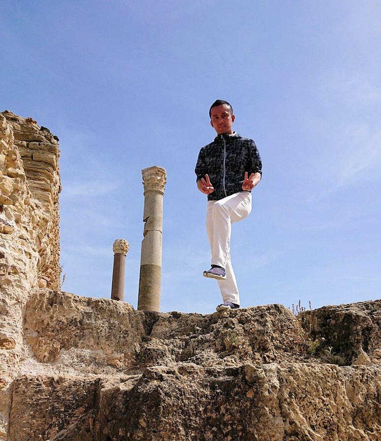 チュニジア:カルタゴ遺跡のアントニヌスの共同浴場内で記念撮影タイム8