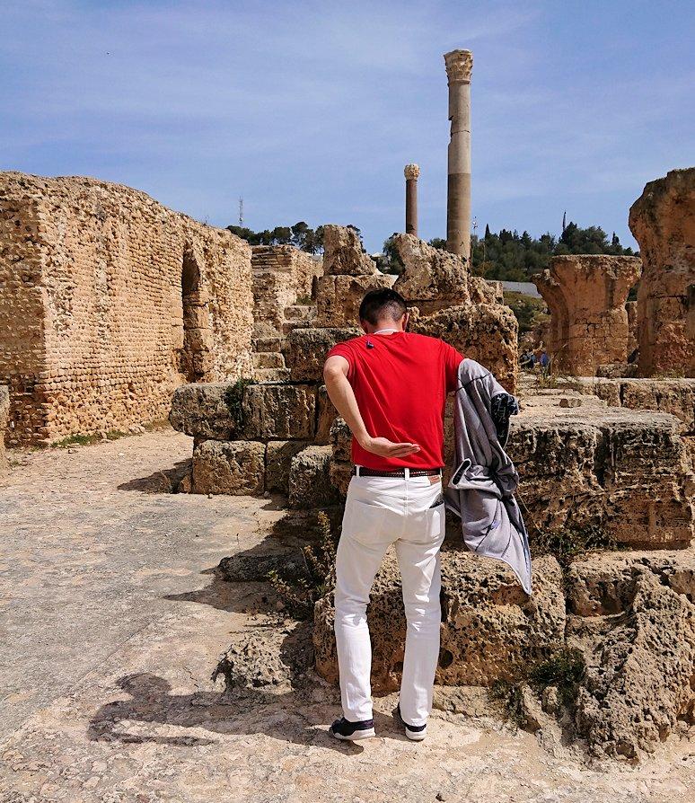 チュニジア:カルタゴ遺跡のアントニヌスの共同浴場内で記念撮影タイムが続きます2