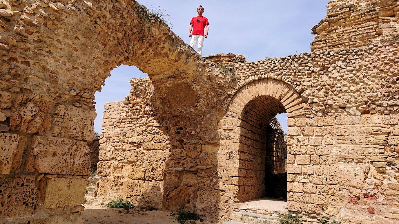 チュニジア:カルタゴ遺跡のアントニヌスの共同浴場内で記念撮影タイムが続きます8