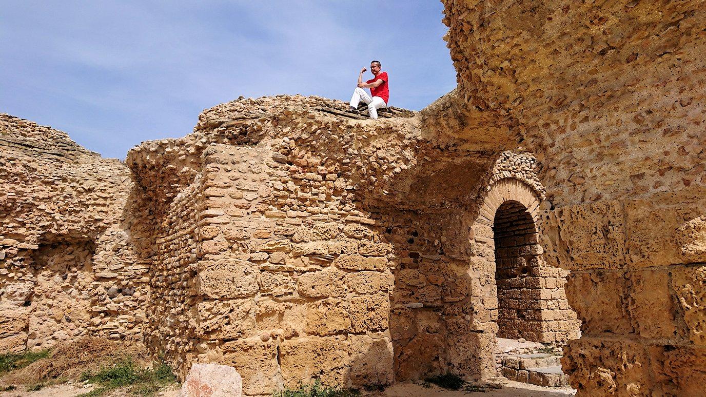 チュニジア:カルタゴ遺跡のアントニヌスの共同浴場内で記念撮影タイムがひたすら続く1