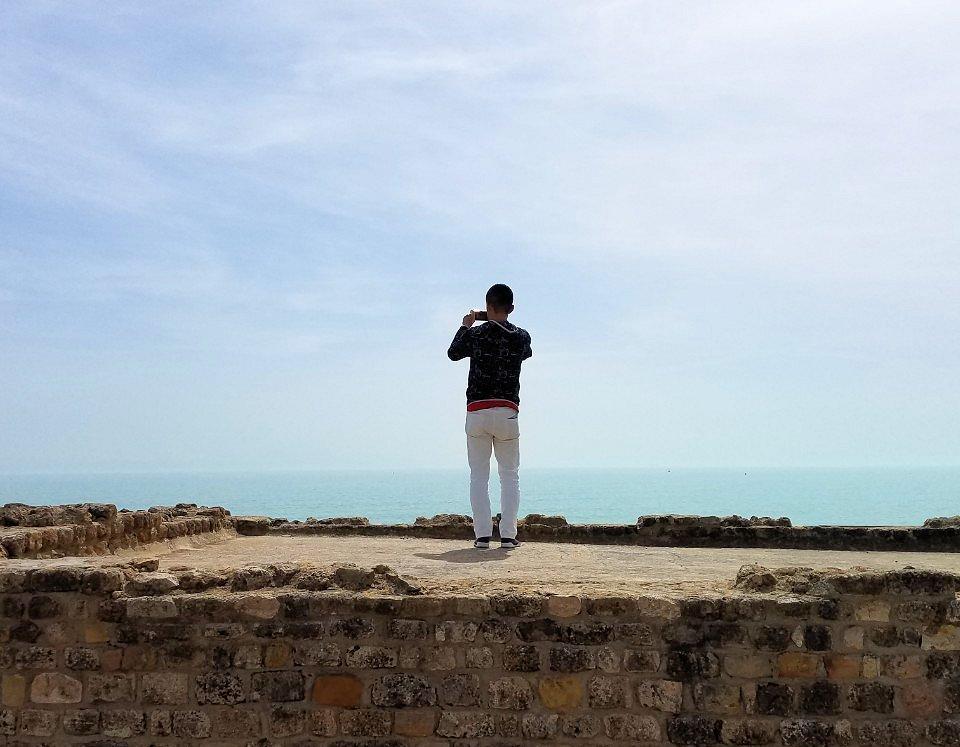 チュニジア:カルタゴ遺跡のアントニヌスの共同浴場内で記念撮影タイムがひたすら続く4