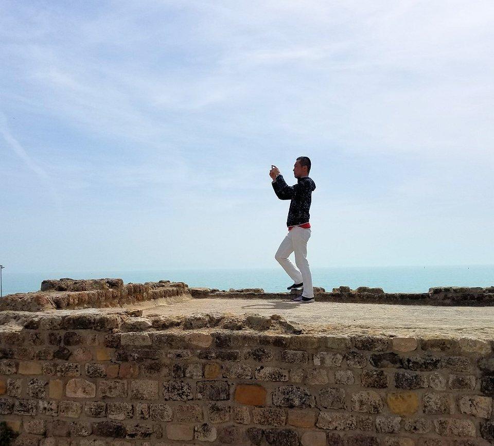 チュニジア:カルタゴ遺跡のアントニヌスの共同浴場内で記念撮影タイムがひたすら続く5