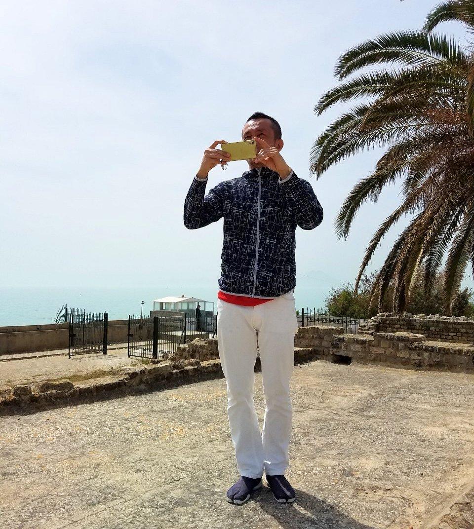 チュニジア:カルタゴ遺跡のアントニヌスの共同浴場内で記念撮影タイムがひたすら続く6