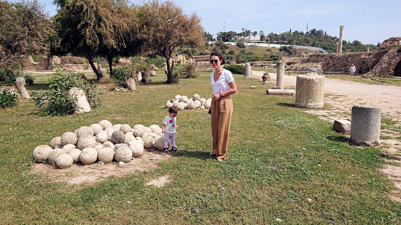 チュニジア:カルタゴ遺跡のアントニヌスの共同浴場内で記念撮影タイムがひたすら続く8