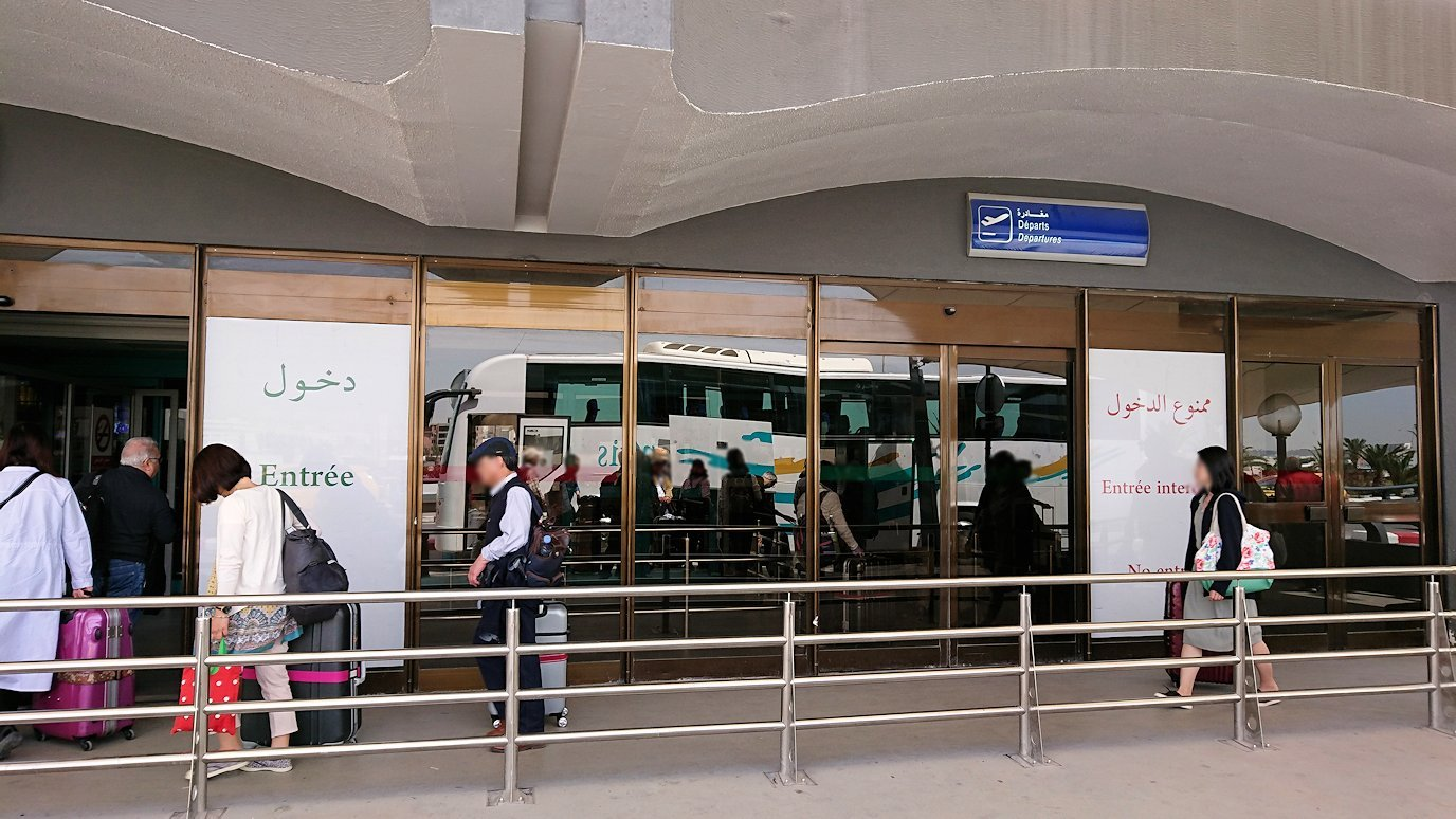 チュニジア:チュニス空港に入る