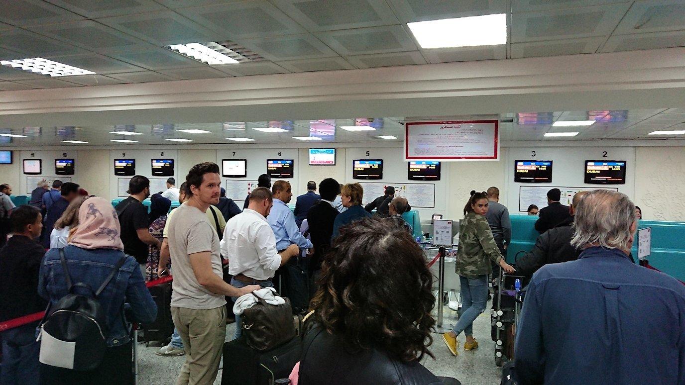 チュニジア:チュニス空港に入る1