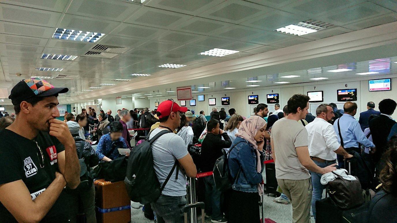 チュニジア:チュニス空港に入る2