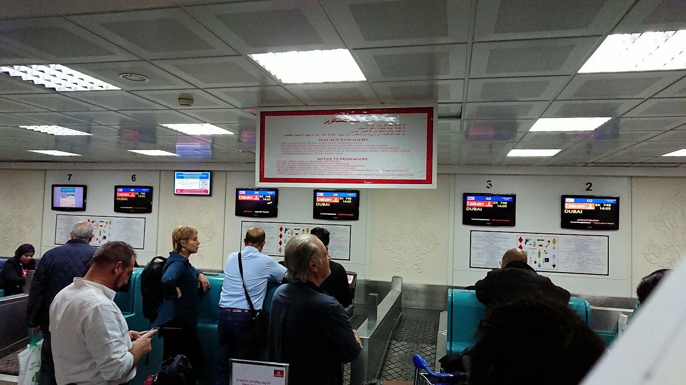 チュニジア:チュニス空港に入る3