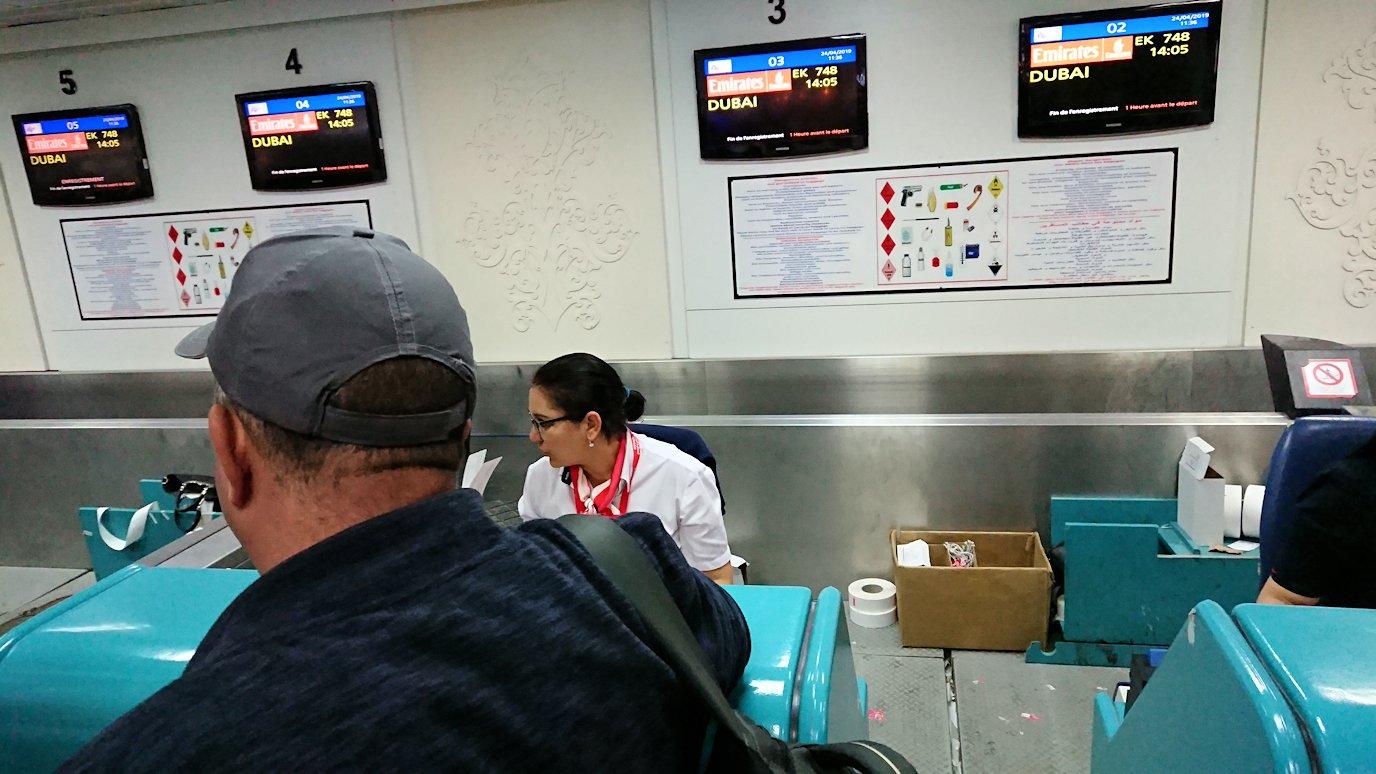 チュニジア:チュニス空港に入る5