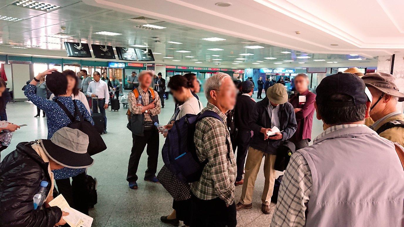 チュニジア:チュニス空港に入る7