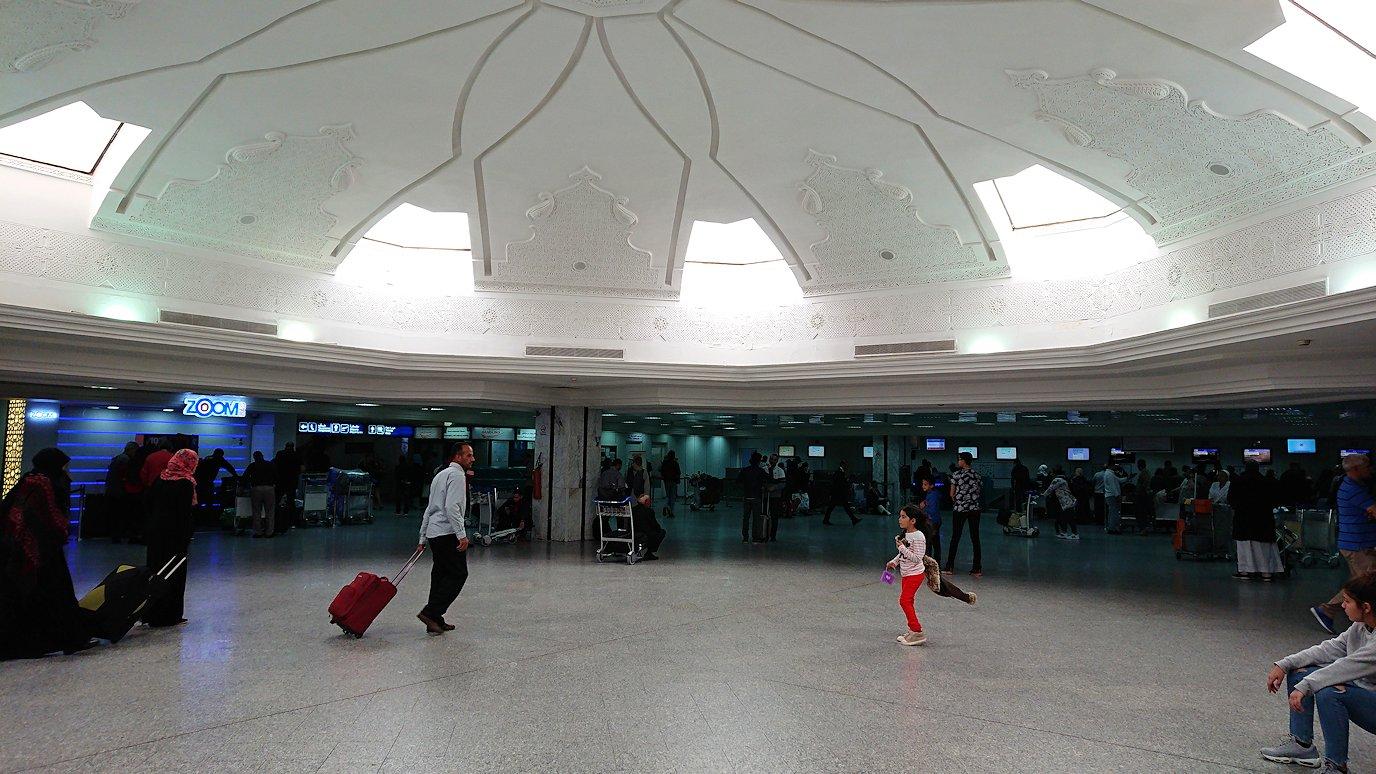 チュニジア:チュニス空港に入る8