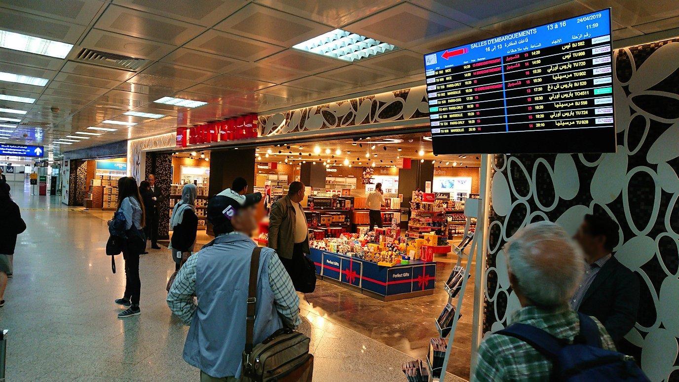 チュニジア:チュニス空港で出国審査を受ける4