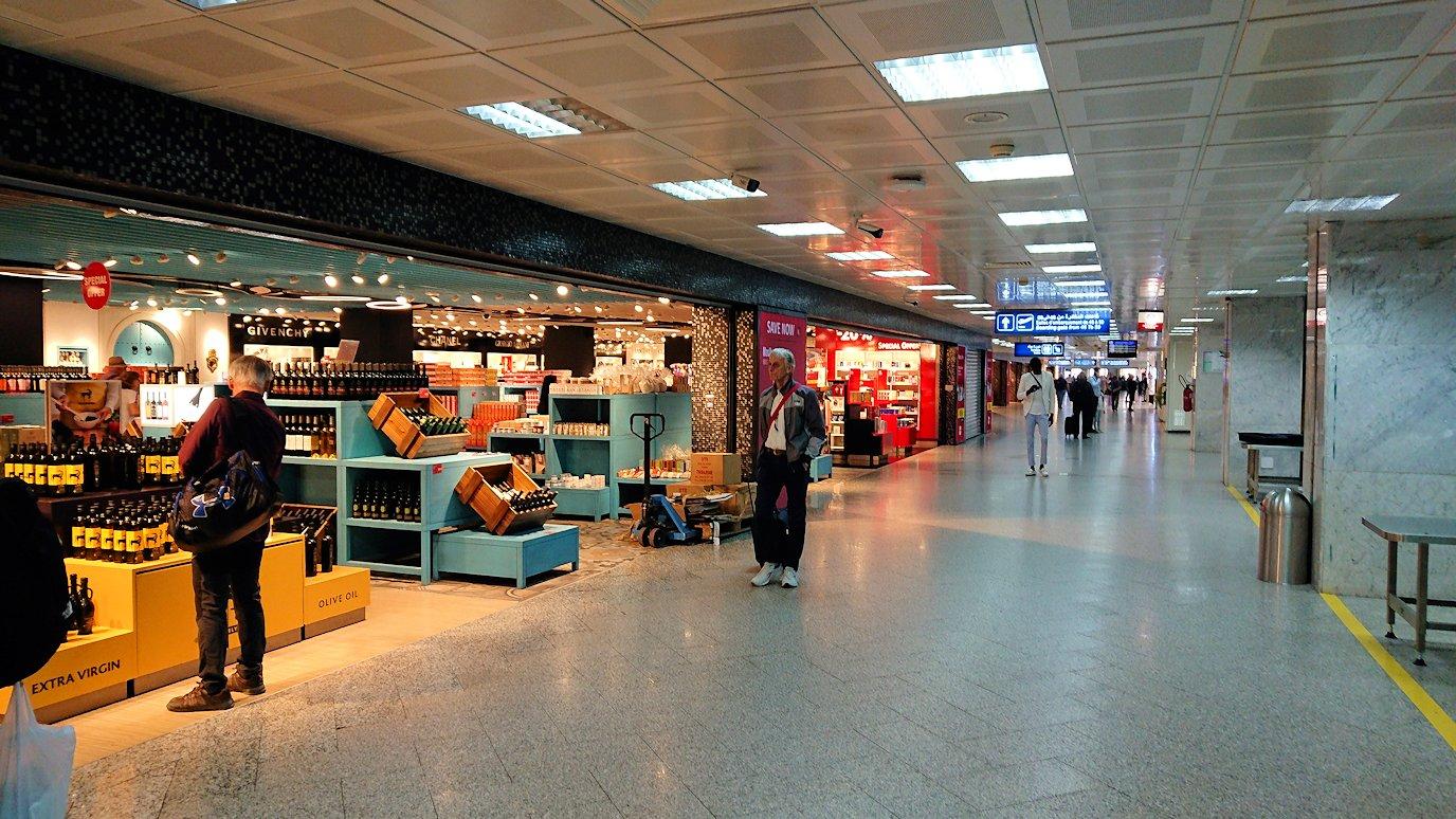 チュニジア:チュニス空港で出国審査を受ける5