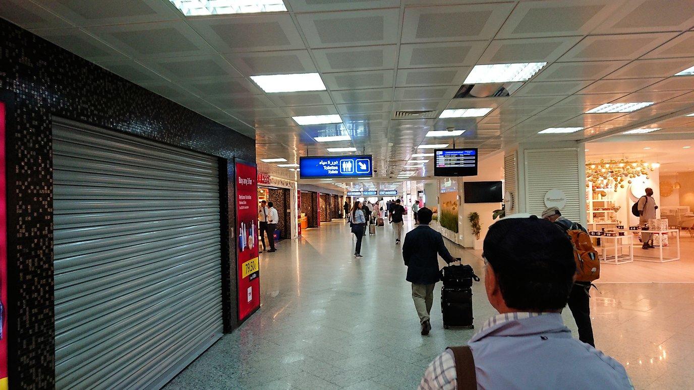 チュニジア:チュニス空港で出国審査を受ける7