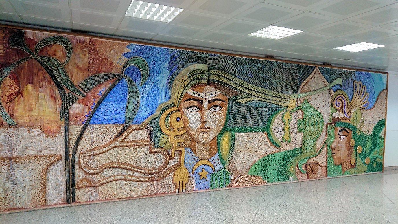 チュニジア:チュニス空港で国際線ターミナル内に入る4