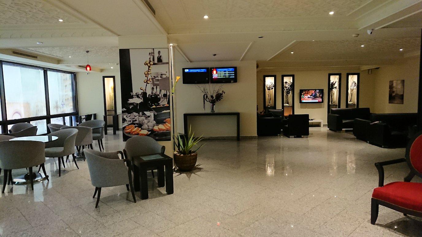 チュニジア:チュニス空港で国際線ターミナル内に入る8