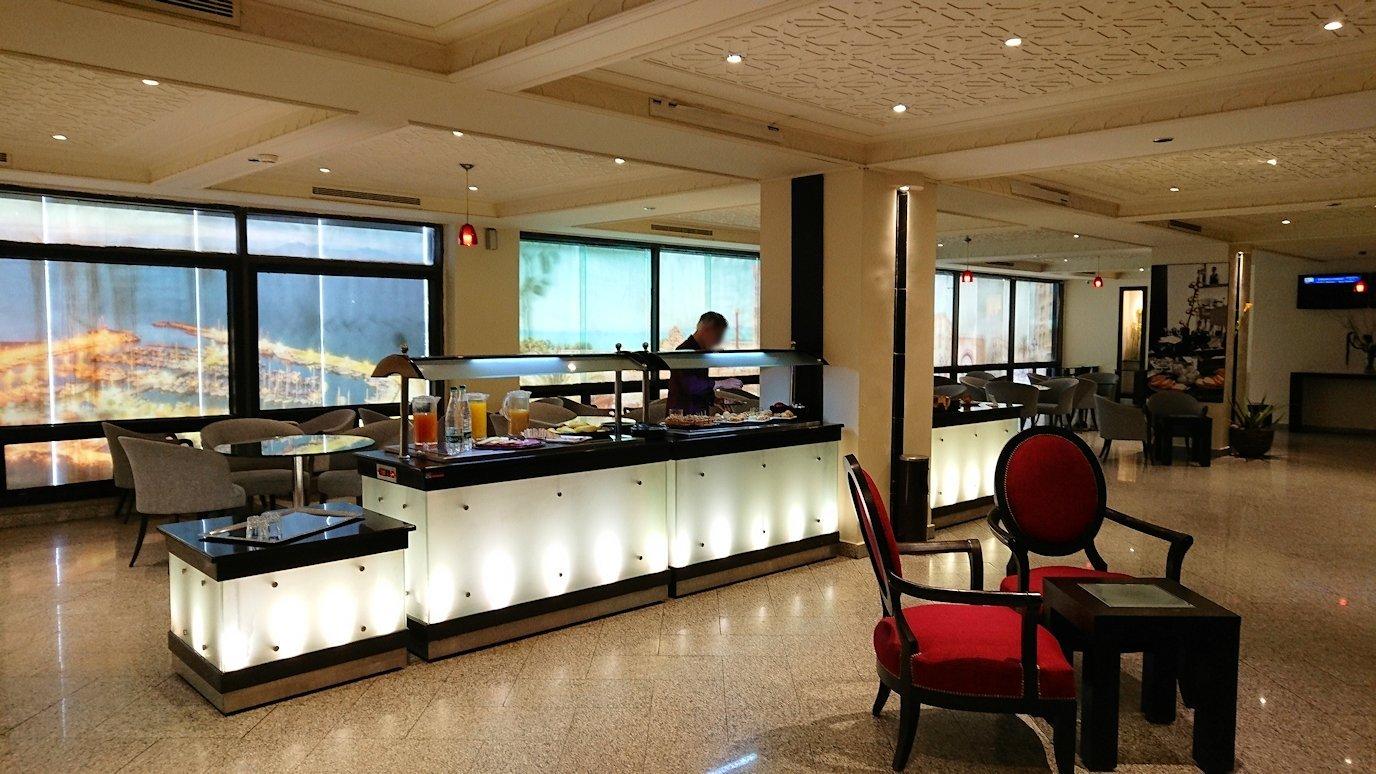 チュニジア:チュニス空港で国際線ターミナル内に入る9