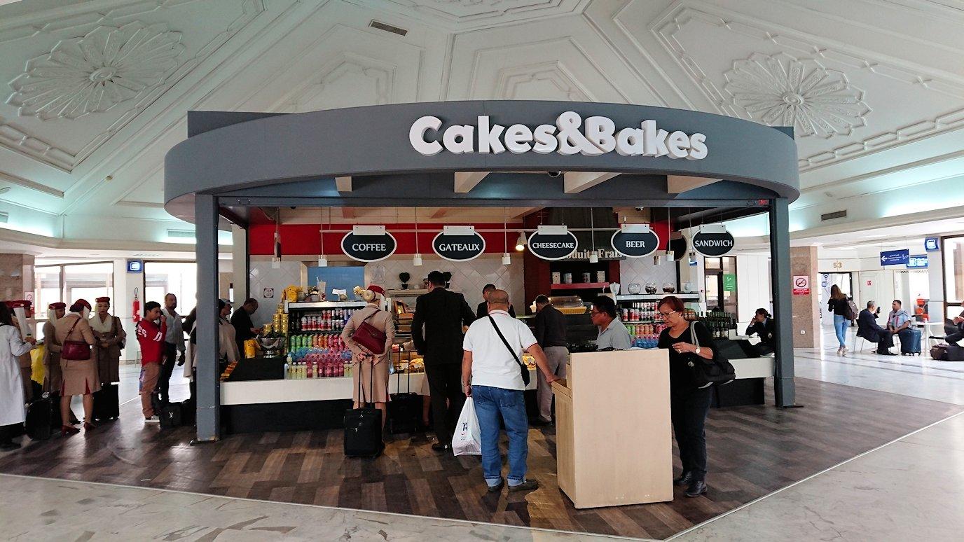 チュニジア:チュニス空港で国際線ターミナル内のラウンジにて8