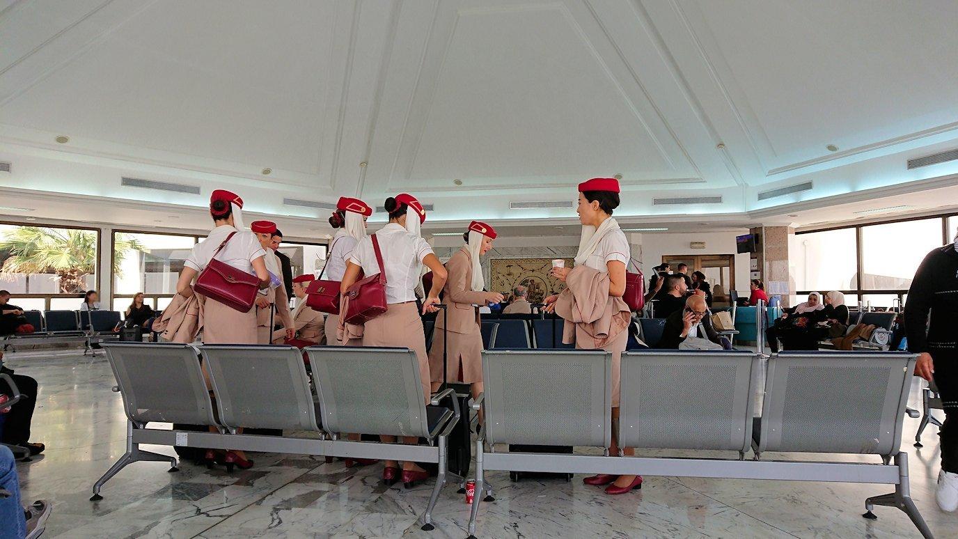チュニジア:チュニス空港で出国の時間が迫る2