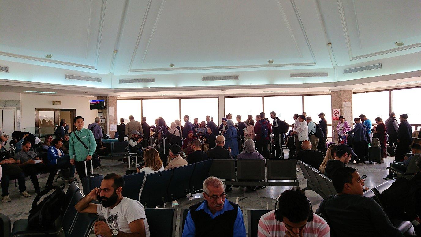 チュニジア:チュニス空港で出国の時間が迫る5