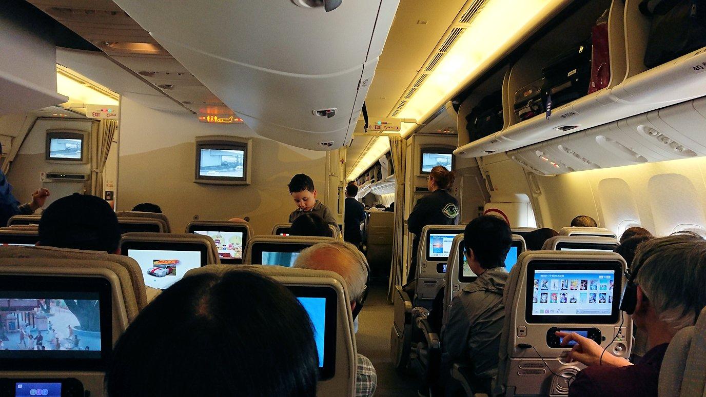 チュニジア:チュニス空港でドバイに向けて出発