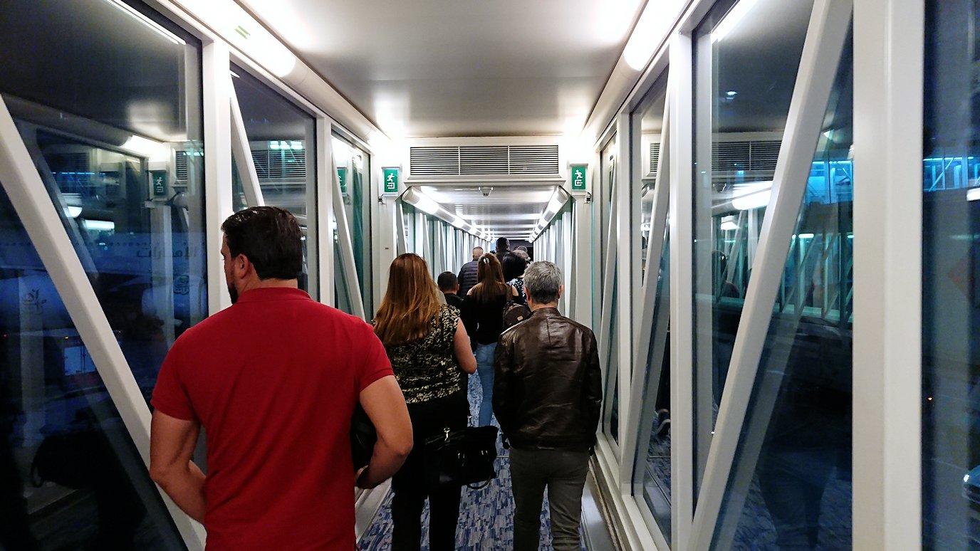 チュニジア:チュニス空港でドバイで乗換3