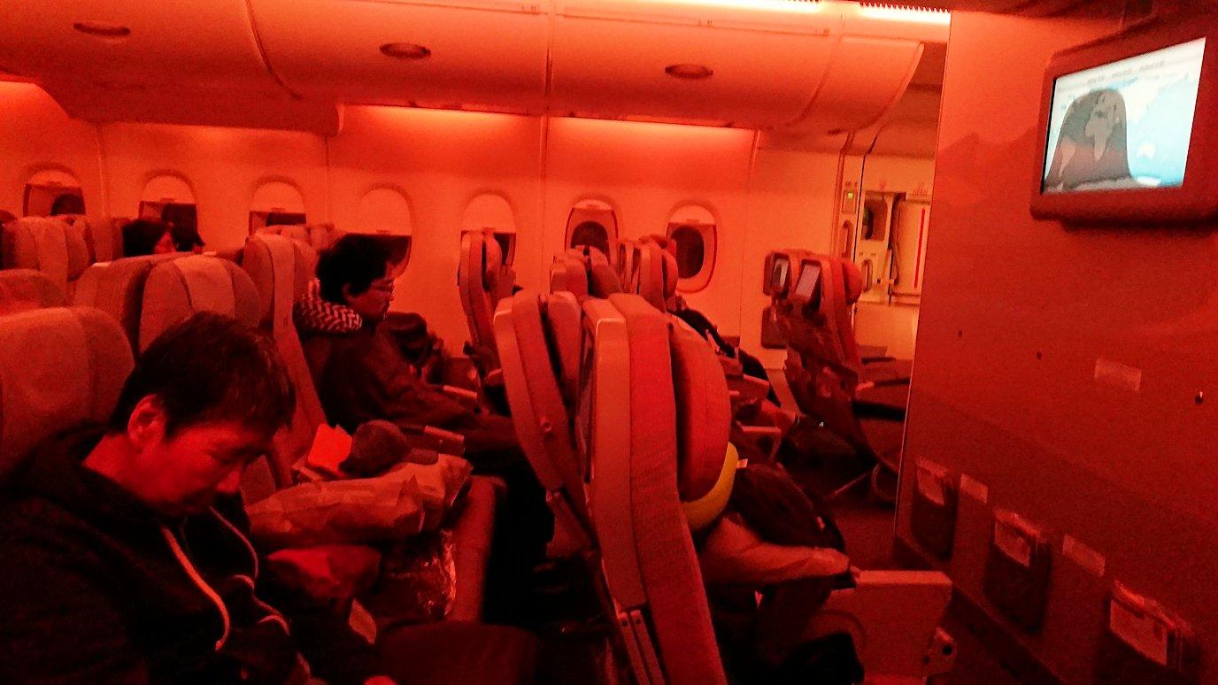 チュニジア:チュニス空港でドバイで関空行の飛行機にて関空へ向かう1