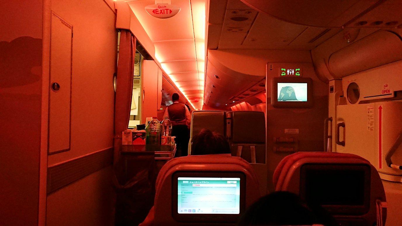 チュニジア:チュニス空港でドバイで関空行の飛行機にて関空へ向かう2