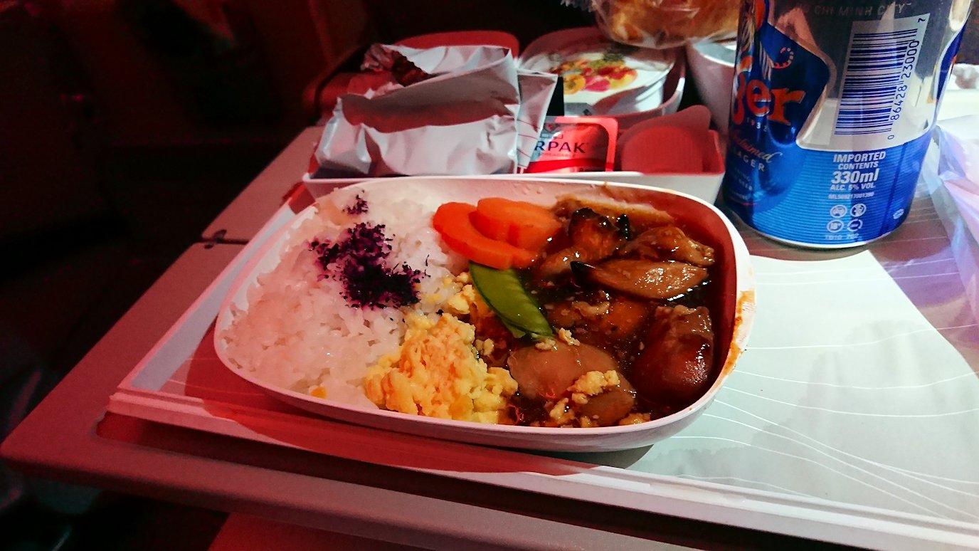 チュニジア:チュニス空港でドバイで関空行の飛行機にて関空へ向かう4