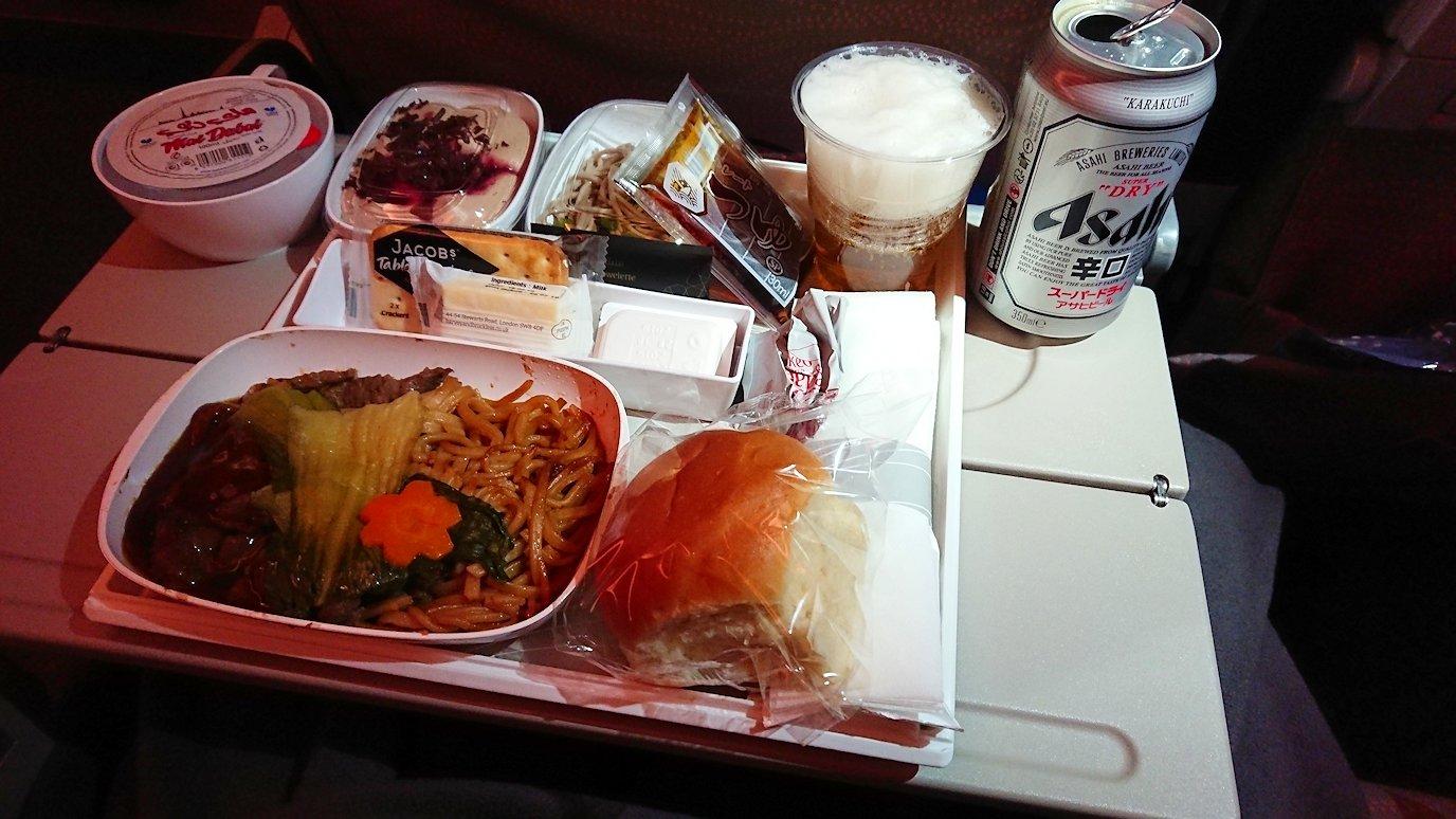 チュニジア:チュニス空港でドバイで関空行の飛行機にて関空へ向かう6