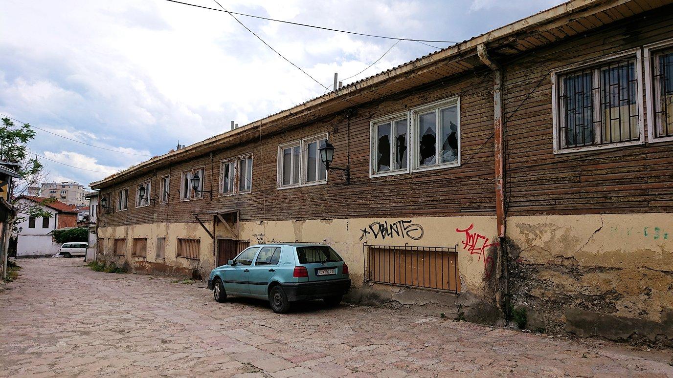 北マケドニアのスコピエ市内で観光する