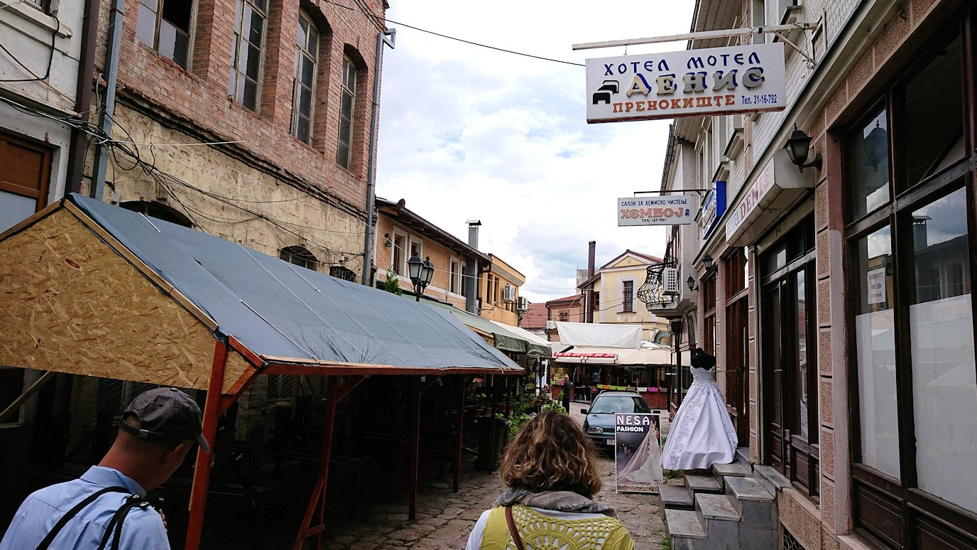 北マケドニアのスコピエ市内で観光する5