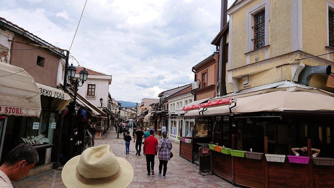 北マケドニアのスコピエ市内で観光する6