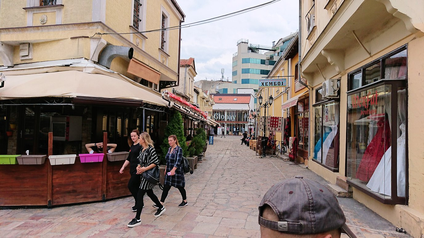北マケドニアのスコピエ市内で観光する7