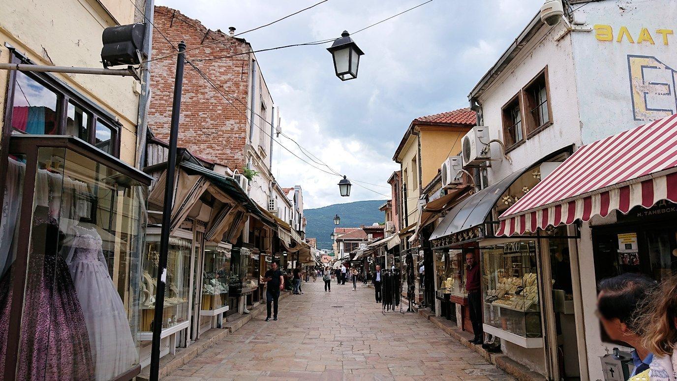 北マケドニアのスコピエ市内で観光する8