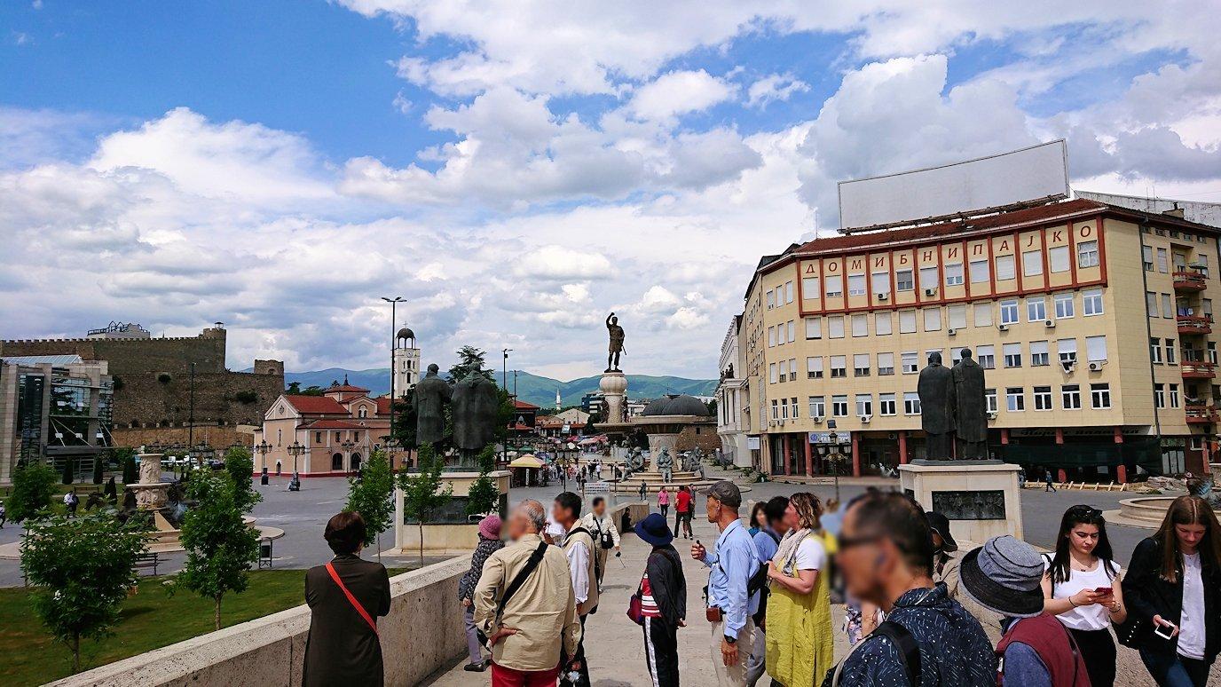 北マケドニアのスコピエ市内で石橋を渡って見える景色6